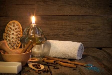 incienso: Vendimia aromaterapia Spa still life en concepto noche