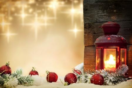 Christbaumkugeln mit Laterne und Sterne Hintergrund Konzept