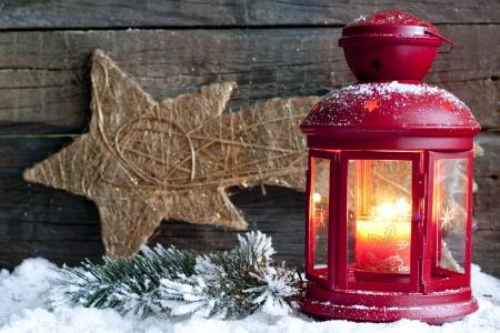 luz de velas: Christma luz de la linterna en el fondo de madera abstracto tarjetas