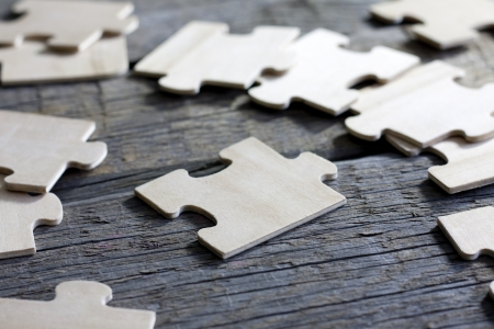 Puzzle on wooden boards team business concept 免版税图像