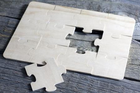 Puzzle on wooden boards team business concept Standard-Bild
