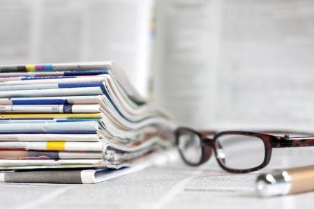 Kranten en tijdschriften vage achtergrond begrip