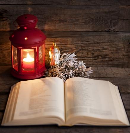 Bijbel en kersttijd abstracte achtergrond in de nacht