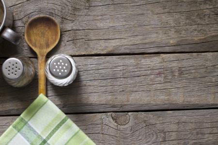 Voedsel abstracte achtergrond op vintage borden met houten lepel Stockfoto
