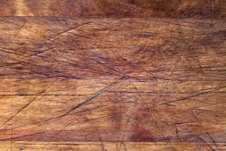 marrón: Textura de fondo de la tabla de cortar de madera vieja con los rasguños Foto de archivo