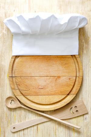 gorro chef: Sombrero del cocinero a bordo de corte abstracto concepto de la comida Foto de archivo