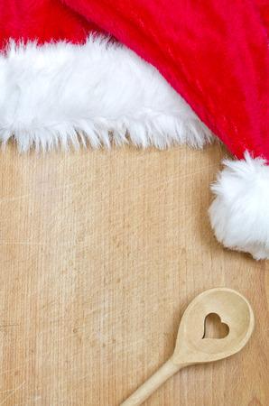 food on table: Natale sfondo di cibo astratto con cappello di Babbo Natale Archivio Fotografico