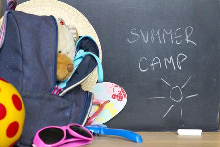 Einde van de schoolvakantie in de zomer vakantie camp-concept