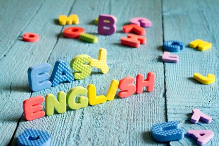 Engels is gemakkelijk te leren concept met letters op blauwe borden