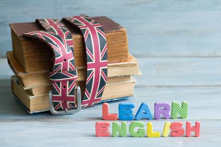 Leer Angielski onderwijs concept met boeken en brieven