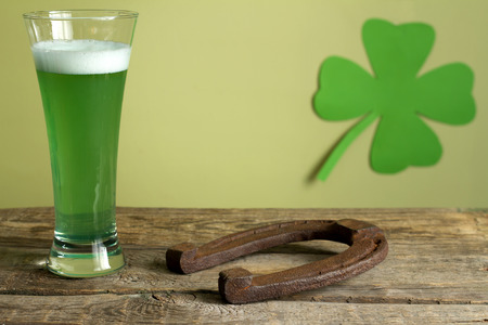 green beer: St. Patricks Day green beer and horseshoe abstract background