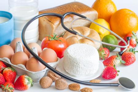 Allergie Lebensmittel und Stethoskop abstraktes Konzept Standard-Bild - 54712232