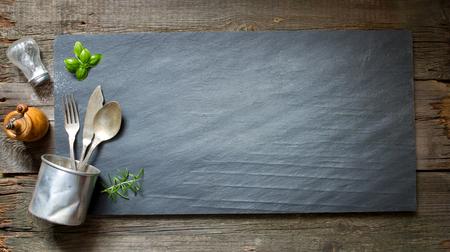 kulinarne: Stare retro menu kulinarne streszczenie na czarnym kamieniu