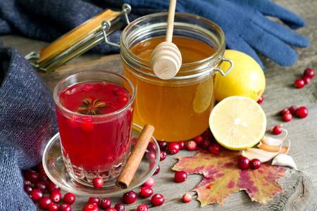 inmunidad: té de arándanos, miel y limón productos para reforzar la inmunidad Foto de archivo