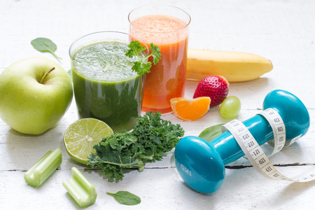 signo pesos: Fruits, vegetables, juice, smoothie and dumbbell health diet and fitness lifestyle concept Foto de archivo