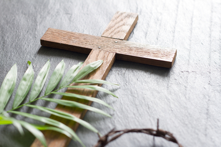 Easter wooden cross on black marble background religion abstract palm sunday concept Banque d'images
