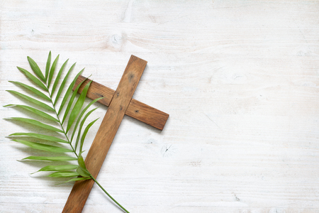 Cross and palm on wooden white background easter sign symbol concept Stock fotó - 117265618