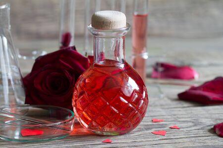 Alchimie d'élixir magique de potion d'amour, concept de la Saint-Valentin