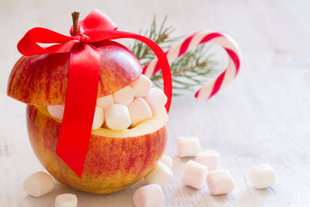Christmas apple with marshmallows and candy cane, sweet christmas concept Standard-Bild