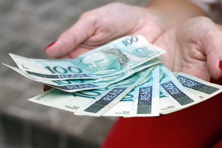 opulence: hundred reais, money brazil