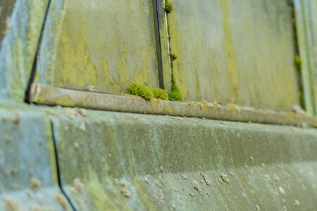 A fragment of an old, mud-covered, rotten car Banque d'images - 137890352