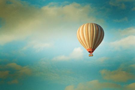 vintage hete lucht ballon in de lucht