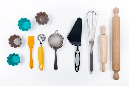 ustensiles de cuisine: Outils pâtisserie sur fond blanc Banque d'images