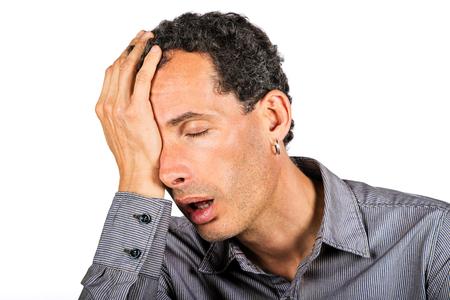 erg moe man portret op witte achtergrond Stockfoto