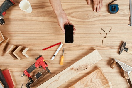Flat lay of carpenter s tools on wooden background Banque d'images