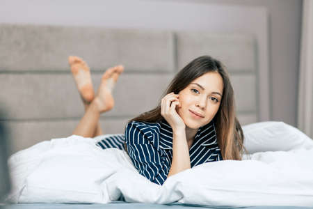 awesome girl in relaxing pose. close up portrait . Banque d'images