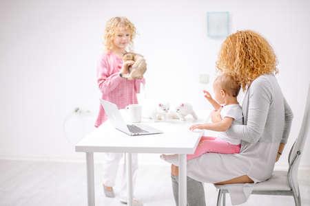 Woman teaching daughter background. Foto de archivo