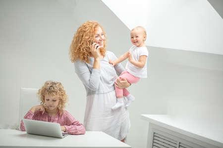Mother talking on the phone. Foto de archivo