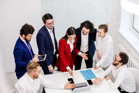 active discussion, co-working of young business partners or colleagues in modern office, wearing formal wear, enjoy working together, brainstorm time Stockfoto