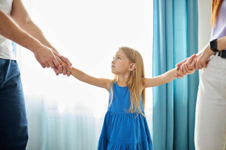 young mother and father share child girl, divided kid, going to ber divorced. they have amily conflict, scandal, quarrel between husband and wife Archivio Fotografico