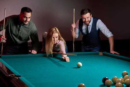 group of people or friends playing fun billiards, snooker or pool together, enjoy leisure time. fun, billiards, leisure, rest concept Archivio Fotografico - 162157371