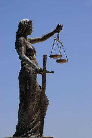 balanza justicia: la estatua de la se�ora justicia Foto de archivo