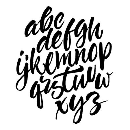 lettres alphabet: Vecteur brosse manuscrite script. Lettres noires sur fond blanc isol�.