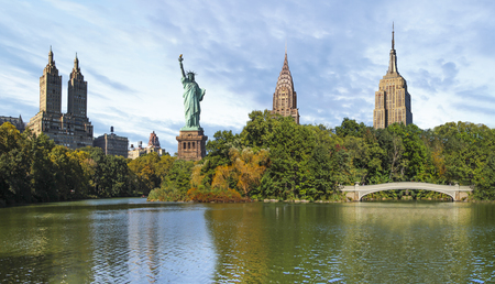 New York City citiscape collage of Central Park and most important buildings of New York City in the background like the Statue of Liberty, the Empire State Building, the Chrysler Building and the Eldorado Banco de Imagens