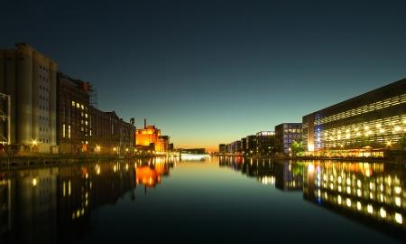 spiegelung: Duisburger Innenhafen