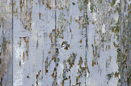 垂直に配置された灰色の古いボードのパネル。