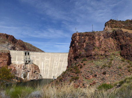 The Theodore Roosevelt Dam is a dam on the Salt River and Tonto Creek located north east of Phoenix Arizona USA. Banco de Imagens