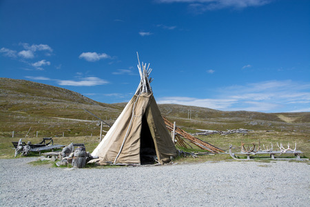 tipi: Mageroya is a large island in Finnmark county, in the extreme northern part of Norway. The island lies along the Barents Sea in Nordkapp Municipality.