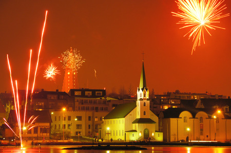 Raykiavik at Iceland, at midnight on New Year Eve. Foto de archivo