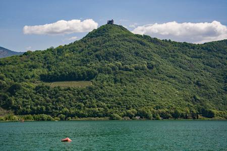 Lago Kaltern, italiano Lago di Caldaro, é um lago no município de Kaltern, no sul do Tirol, na Itália.