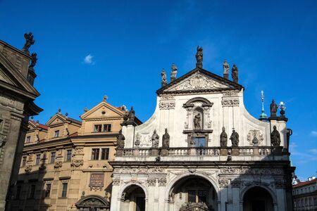 Die Kreuzherrenkirche ist ein Kirchengebäude in der tschechischen Hauptstadt Prag und gehört zur Prager Altstadt. Stock fotó