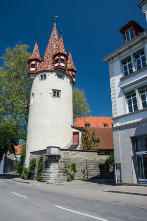 At the western end of the city center on the island Lindau the Diebsturm was built in 1380 as part of the town fortification and was used as a prison for a long time. Banco de Imagens
