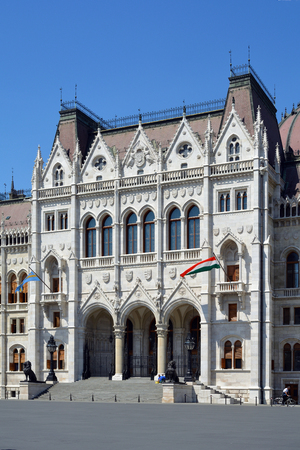 Main portal of the Hungarian parliament Building in the capital Budapest - Hungary. Banque d'images - 111727101