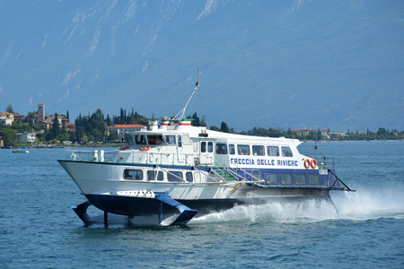 Hydrofoil ferry on the Garda Lake near Gardone Riviera - Italy. Imagens