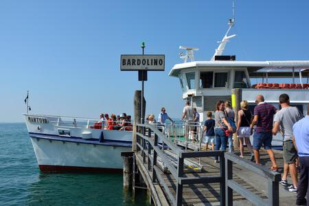 Passagierschiff in Bardolino am Gardasee - Italien.