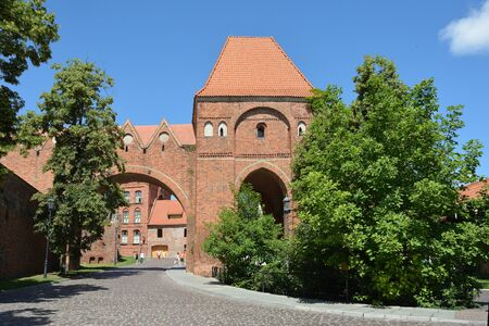 Old city wall of Torun with a defence tower from the 13th century - Poland. 版權商用圖片